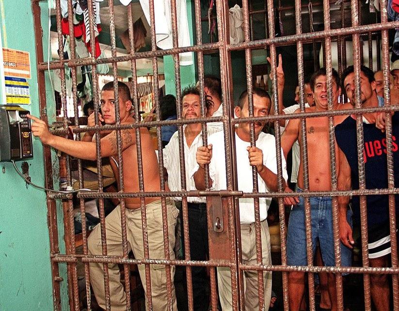 jailbnb-elmaaltshift-1